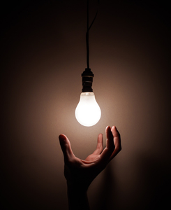online training course image person reaching for white light bulb